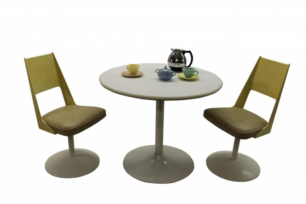 Tulip table and chairs dinette setGre Stuff